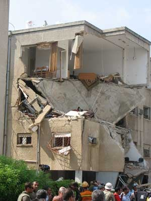 Haifa apartment building hit by Hezbolah rockects. @copy; 2006 Human Rights Watch