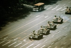2009_China_Tiananmen_TankMan_German_Caption