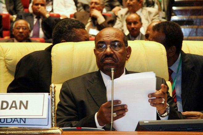 <p>Le président soudanais Omar el-Béchir, lors de l'ouverture du sommet de l'Union africaine à Syrte (Libye), le 1er juillet 2009.</p>