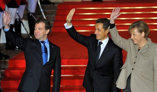 2010_France_SarkozyMerkelMedvedev