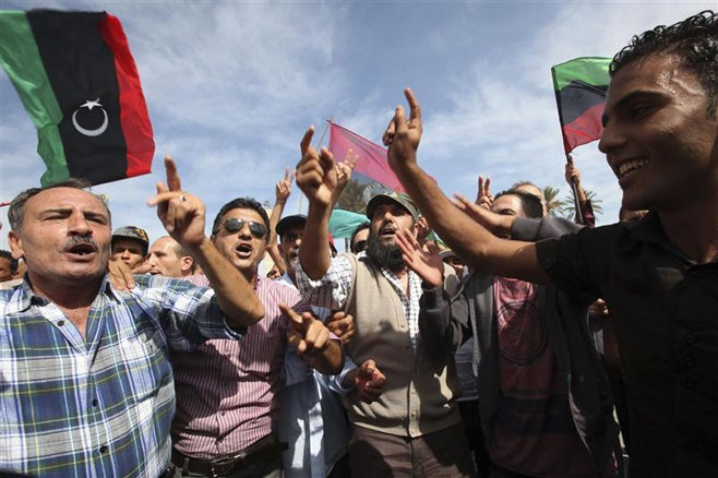 2011_Libya_celebrating_gaddafi_death_FR