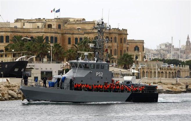 2011_Malta_boatmigrants_de
