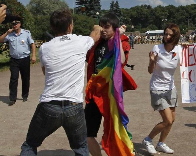 2013_Russia_GayPride_StPete_ru