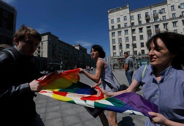 2014_Russia_lgbt_flag_russian