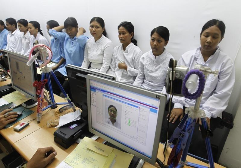 pays du golfe il faut am 233 liorer la protection des travailleurs migrants human rights