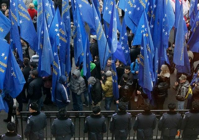 2013_Ukraine_EUflags_GER