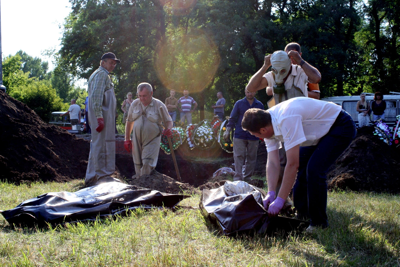 2014-ukraine-mass-grave