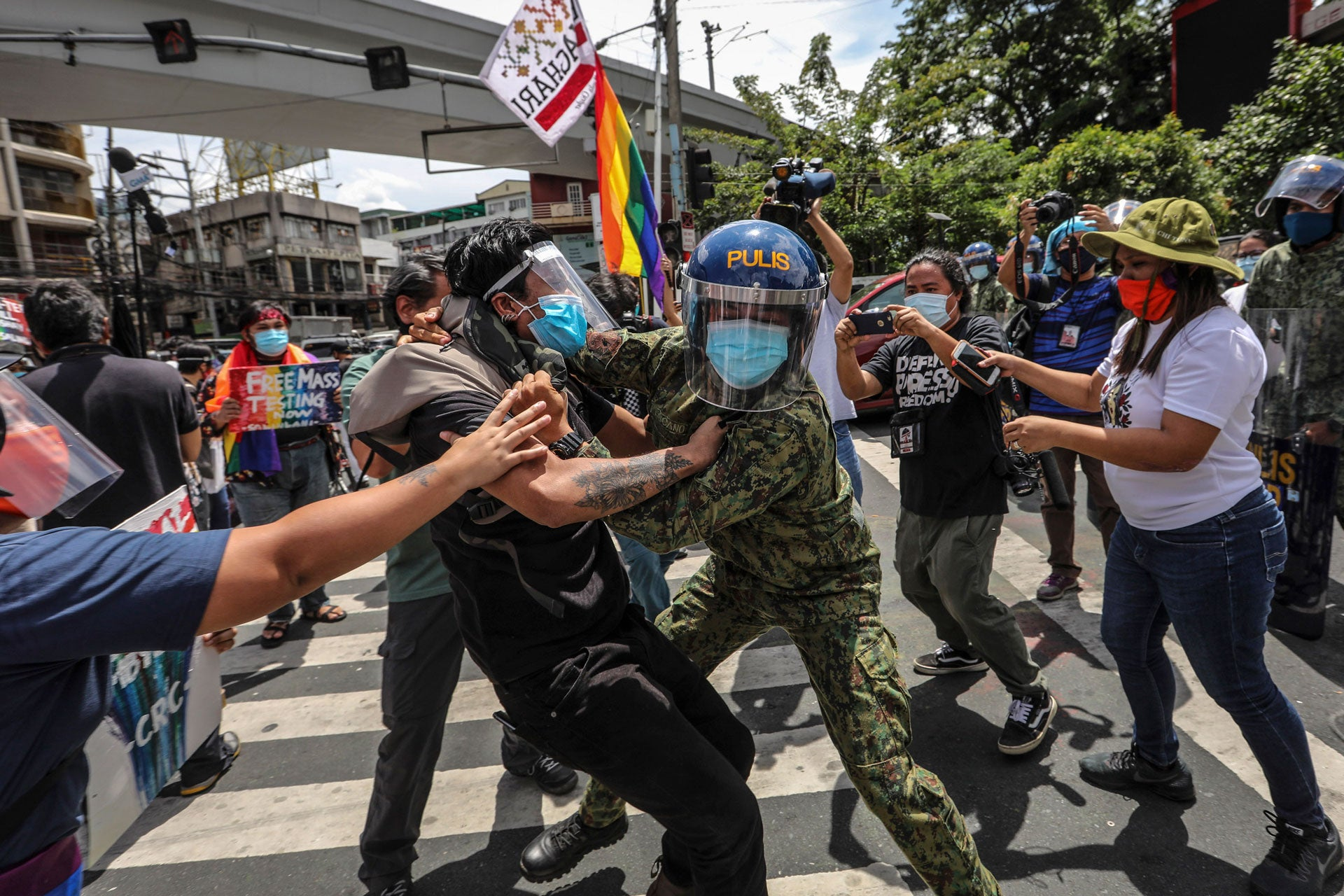 www.hrw.org: Philippines Police Crack Down on LGBT Protest