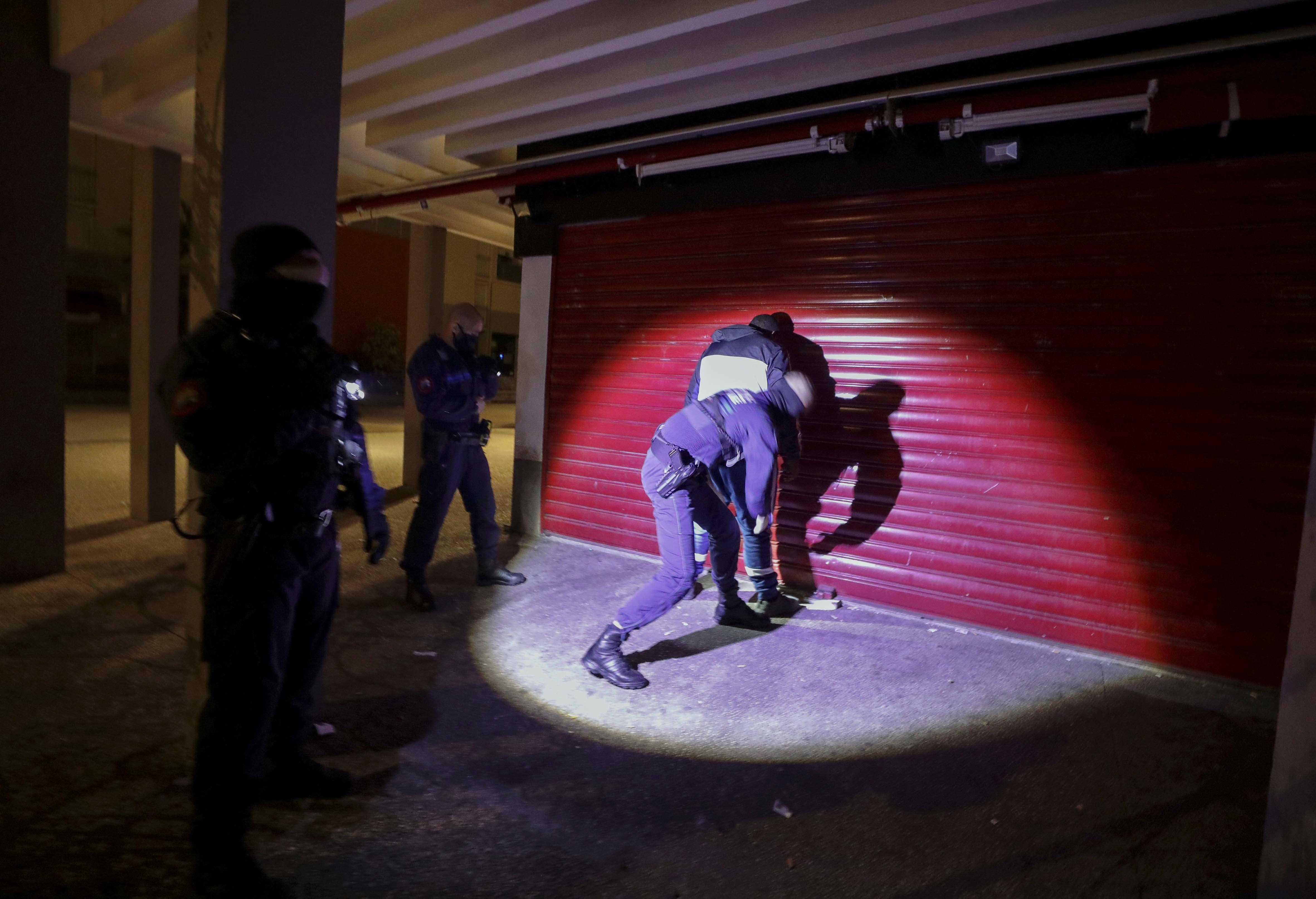 202006eca_france_police_fr