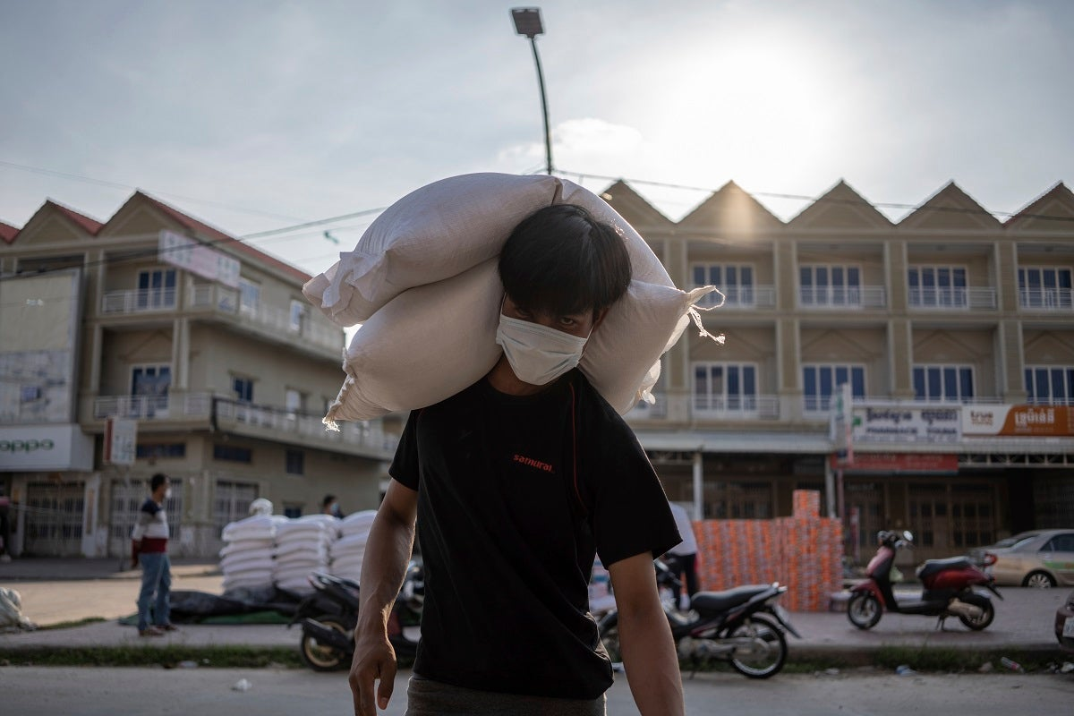 Image Cambodia: Lockdowns Hit Low-Income Families Hard