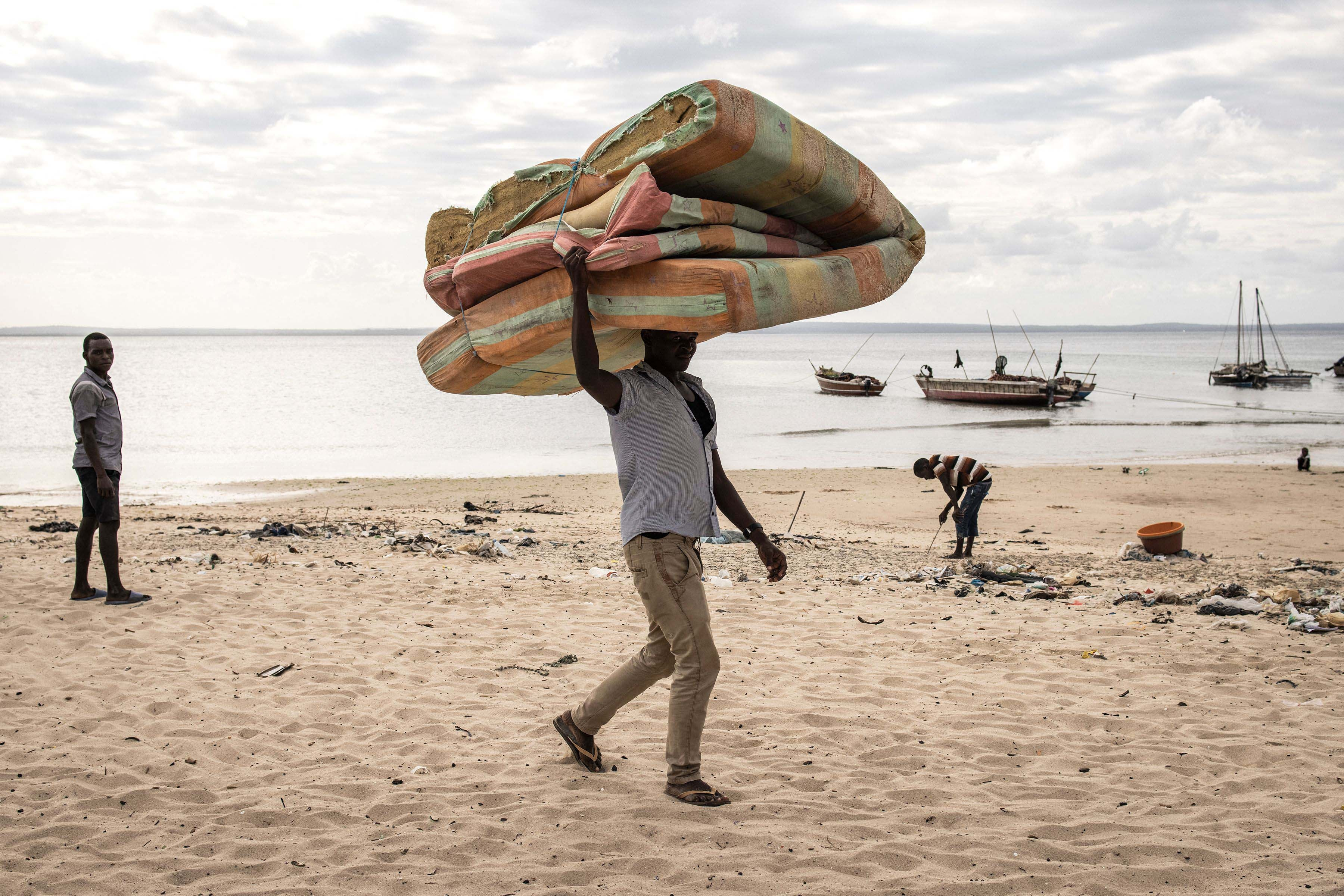 Mozambique: Civilians Prevented from Fleeing Fighting