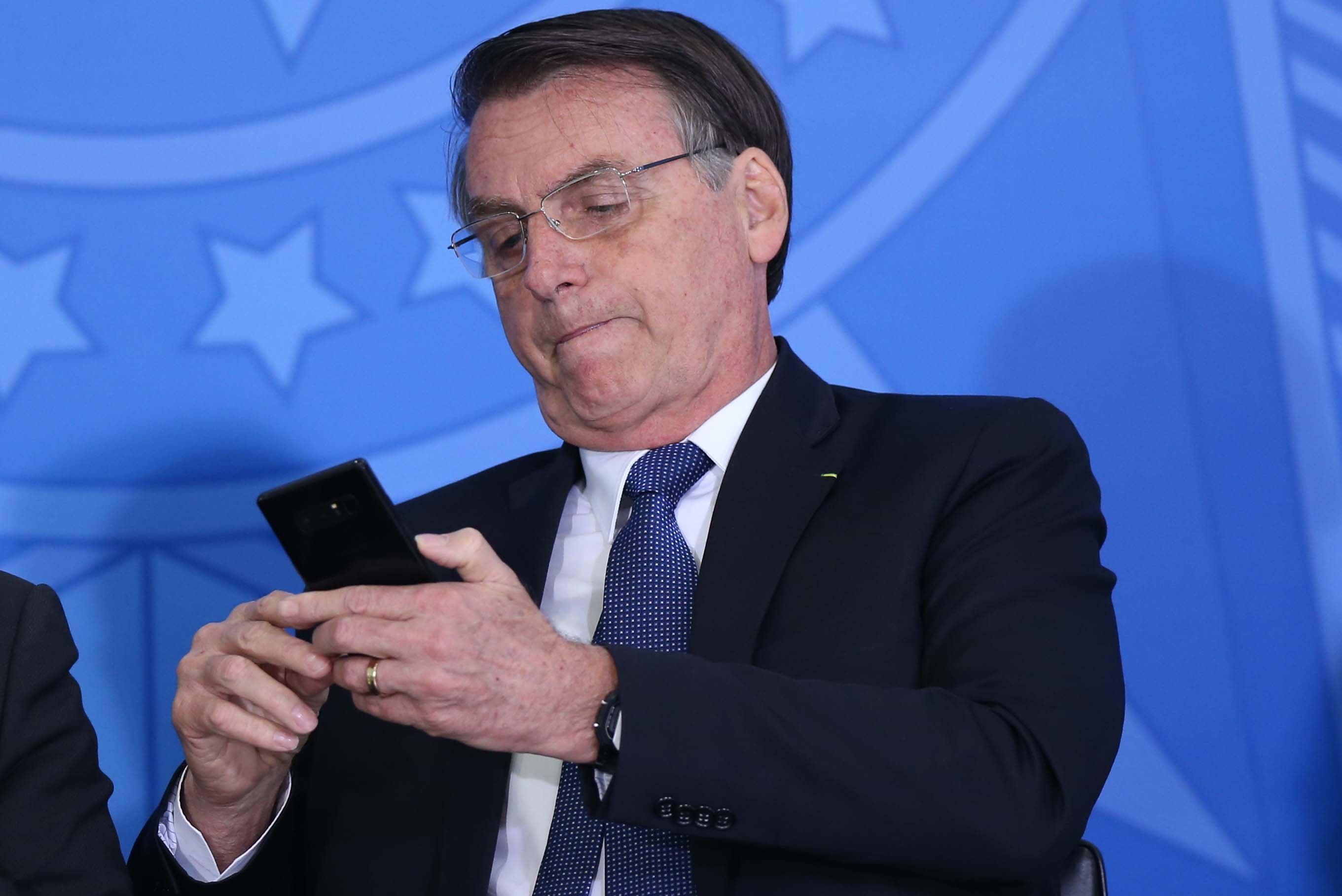 Brazil: Bolsonaro Blocks Critics on Social Media