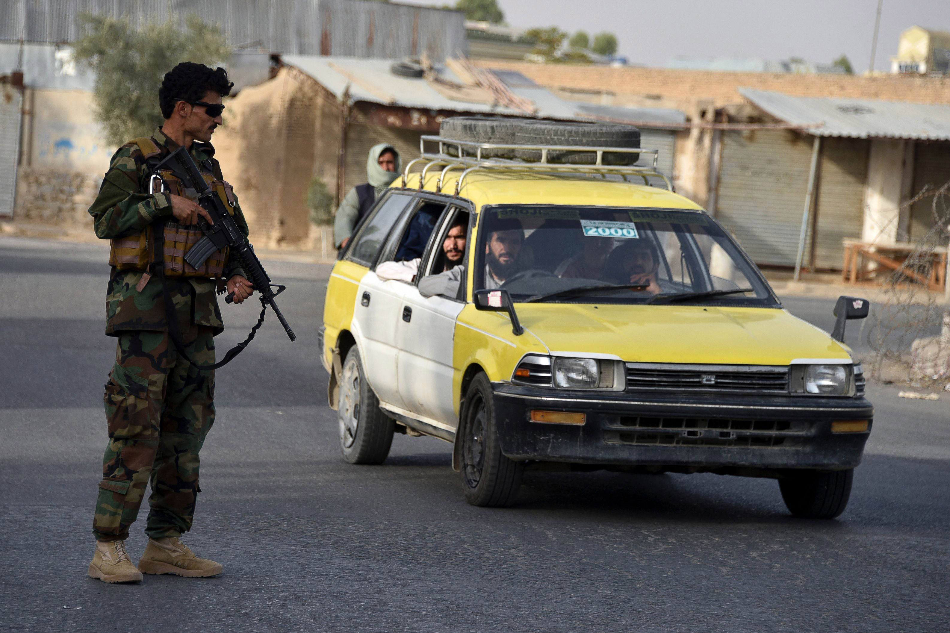 Afghanistan: Advancing Taliban Execute Detainees