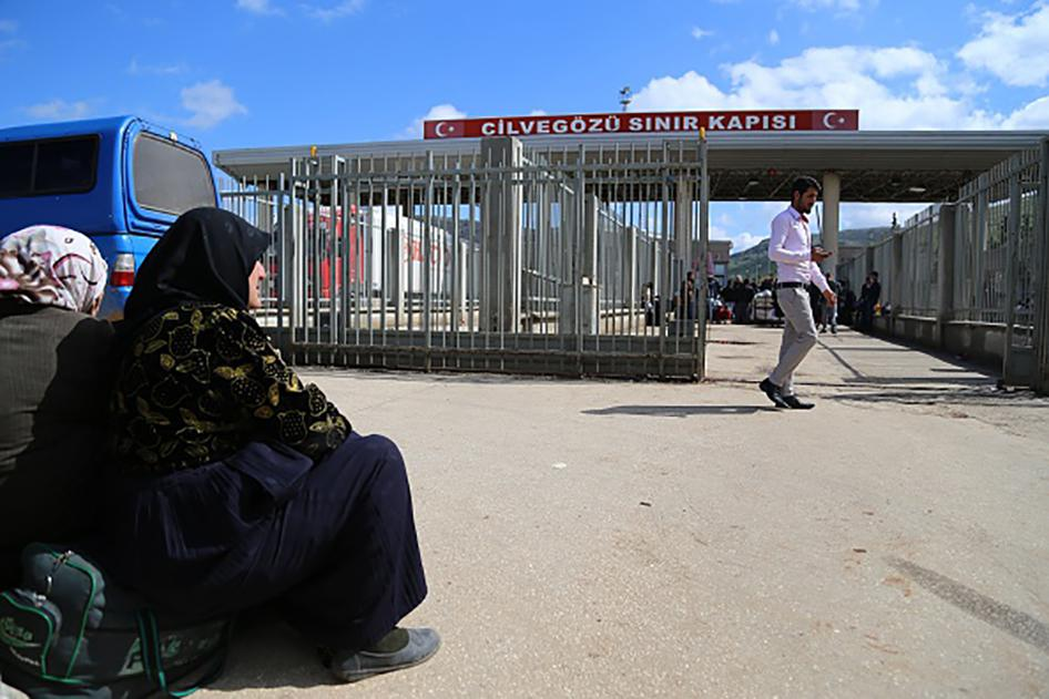 The Cilvegozu border crossing, pictured here on March 3, 2015, had been an entry point into Turkey for Syrians fleeing the Syrian civil war, but was closed in March 2015.