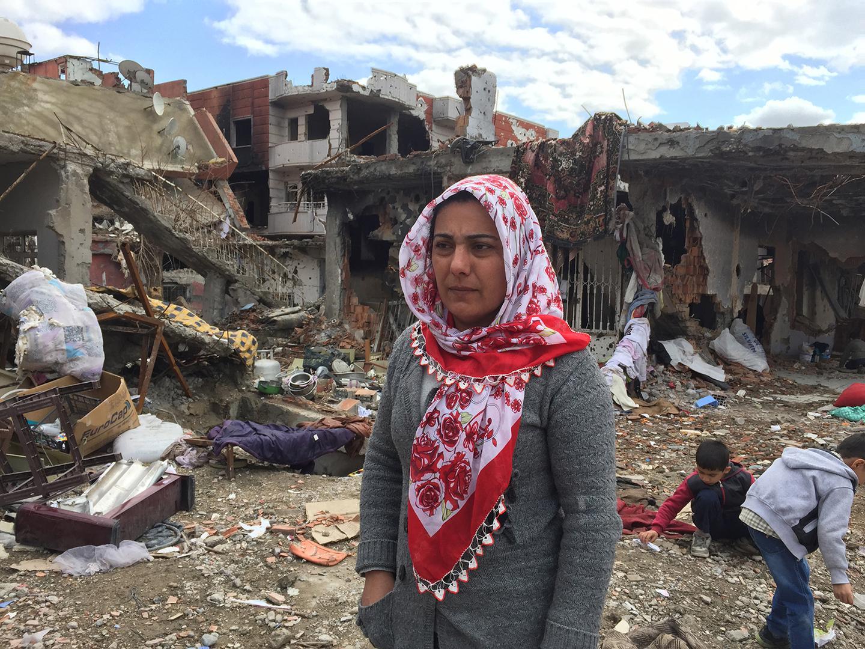 Çatışmalardan kaçtıktan sonra mahallelerine geri dönen bazı Cizreliler evlerinin hasar görmüş ya da yıkılmış olduğunu gördüler.