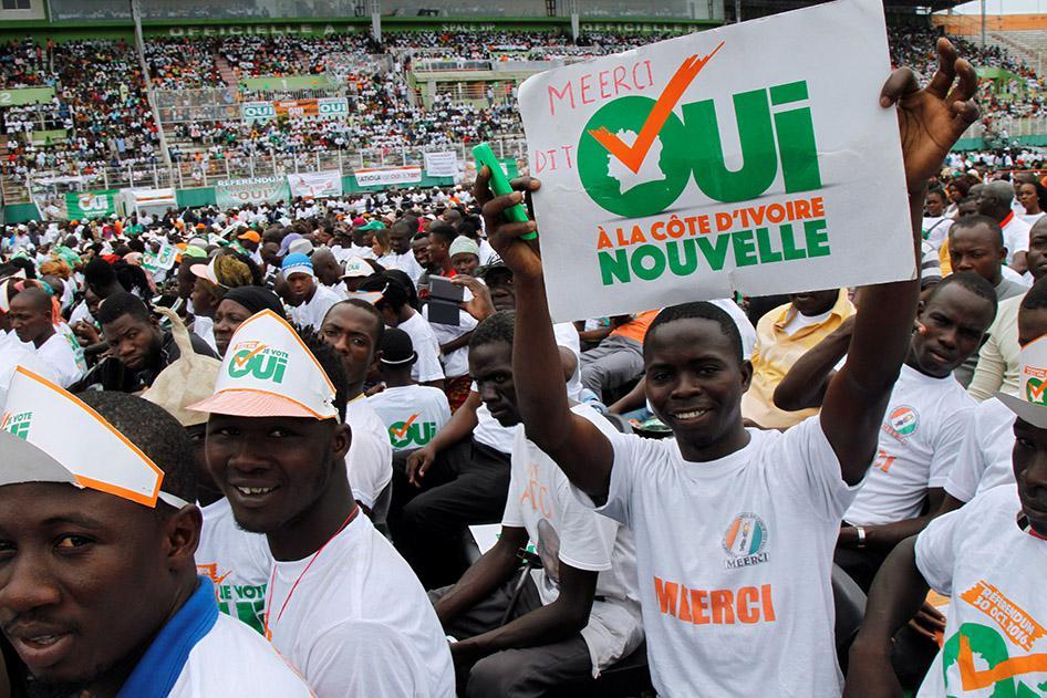 Côte d'Ivoire : Respecter les droits du camp du «non» lors du référendum |  Human Rights Watch