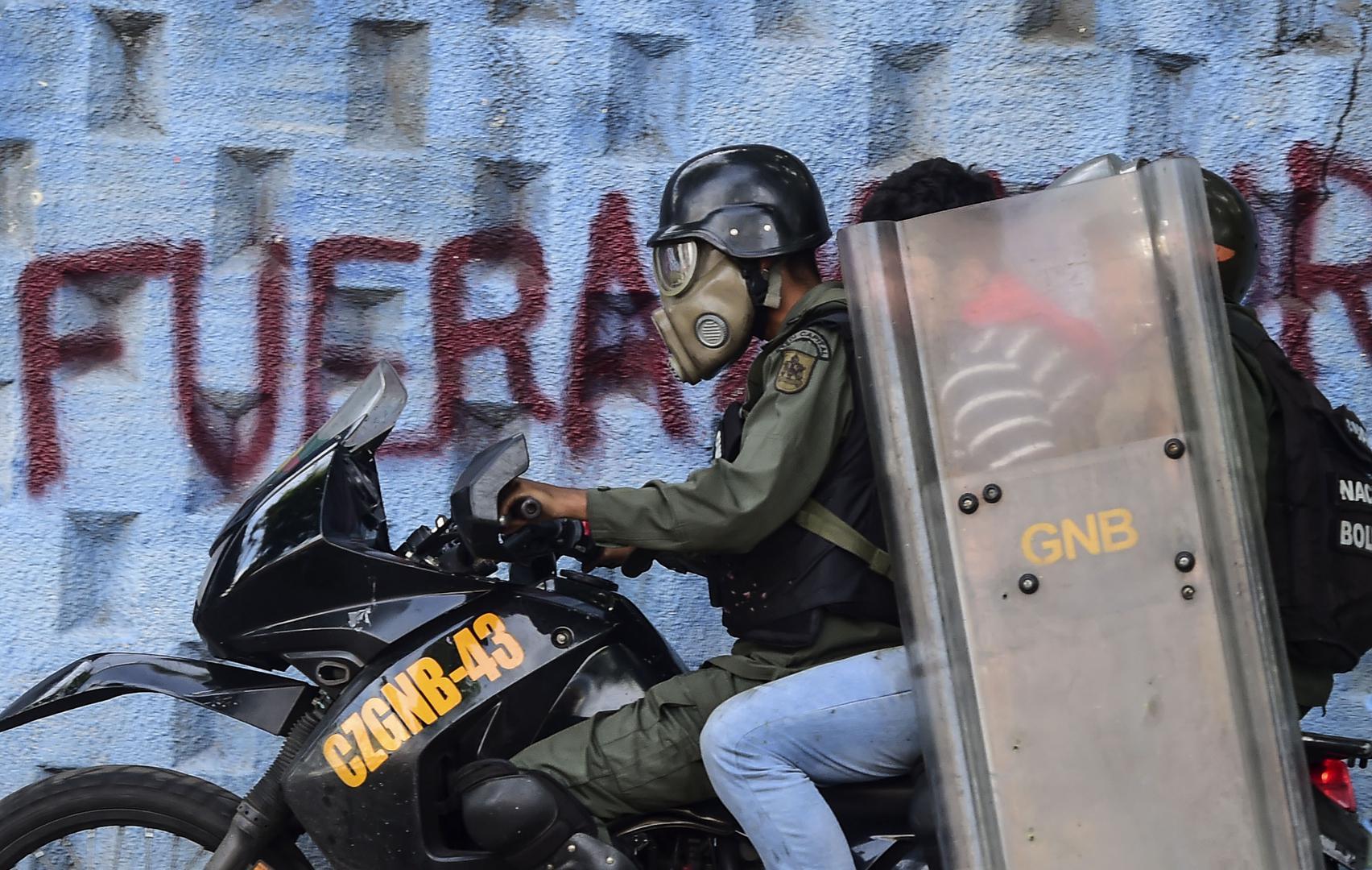 Ein Demonstrant wird bei Protesten gegen die Regierung in Caracas von der Nationalgarde verhaftet, 27. Juli 2017.