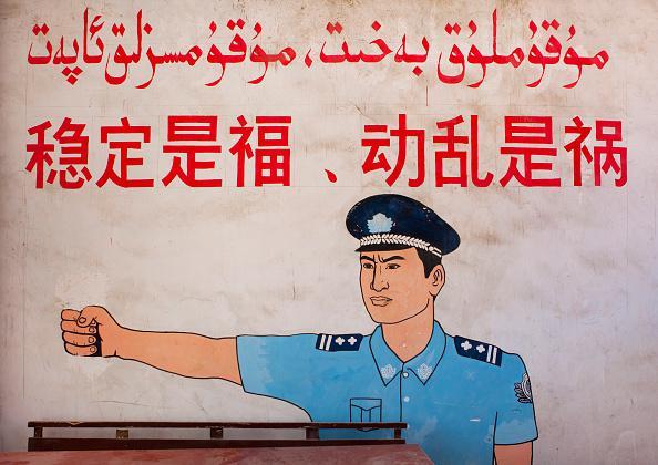 """新疆一幅壁画写着:""""稳定是福,动乱是祸"""",新疆维吾尔自治区莎车县,2012年9月20日。"""
