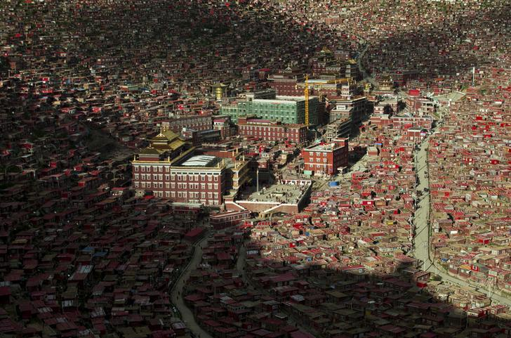 A view shows the settlements of Larung Gar Buddhist Academy in Sertar County of Garze Tibetan Autonomous Prefecture, Sichuan province, China, July 23, 2015. The academy, founded in the 1980s among the mountains of the remote prefecture, is one of the larg