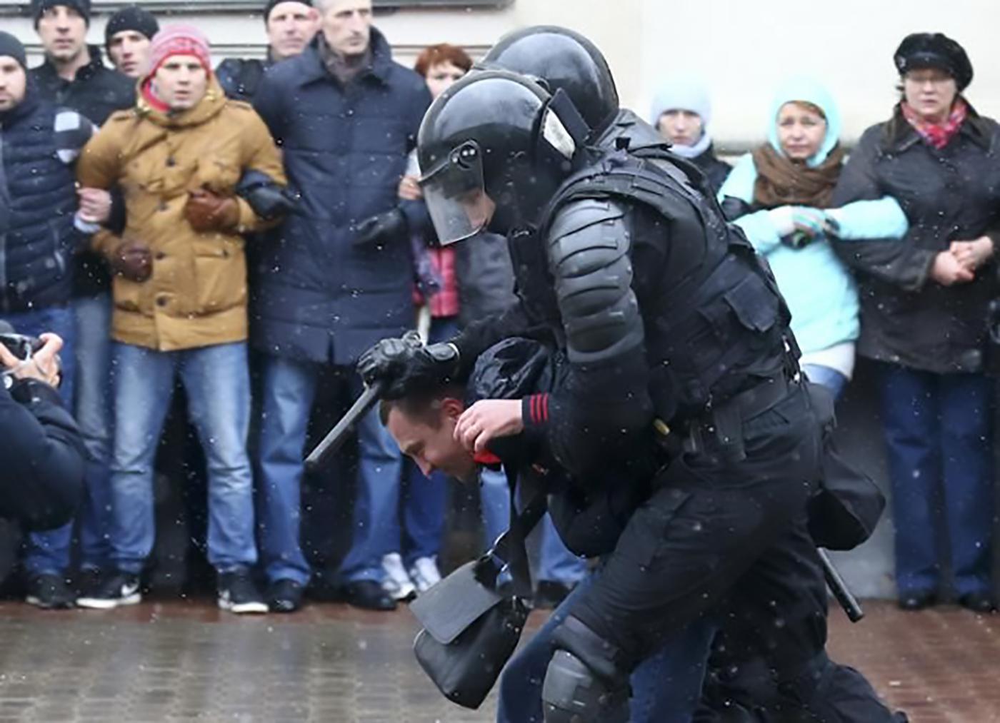 Задержание во время митинга в Минске 25 марта.