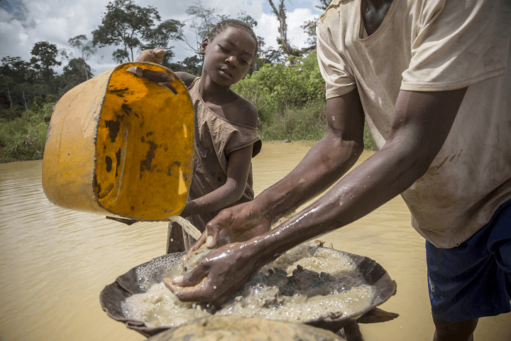 A girl works in an artisanal diamond mine in Sosso Nakombo, Central African Republic, near the border with Cameroon, in August 2015