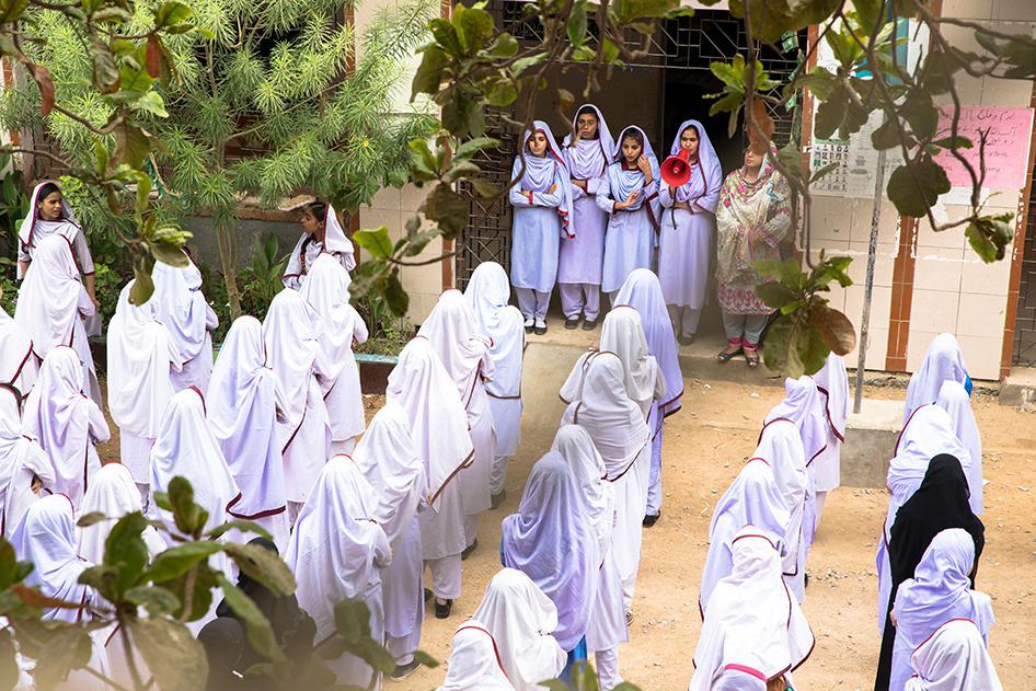 Girls figure pakistani Meet Pakistan's
