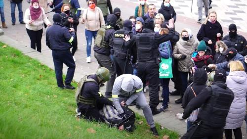 On November 1, a Novy Chas photographer, Dmitry Dmitriyev, was reporting on a peaceful Sunday protest in Minsk when officers in civilian clothes, military vests, and helmets detained him using violence and pushing him to the ground.