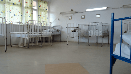 A picture of a room in an institution that provides care for children with disabilities.