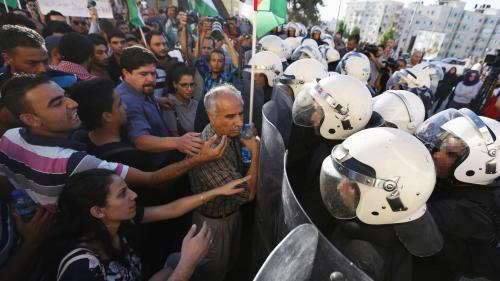 Palestinian riot police confront demonstrators protesting security coordination between the Palestinian Authority (PA) and Israel, in the West Bank city of Ramallah on June 23, 2014.