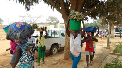 Angola: Polizeigewalt gegen Straßenverkäufer in Luanda