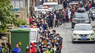 People line up to buy face masks from a medical supply company in Nanning, southern China's Guangxi Zhuang Autonomous Region on Wednesday, January 29, 2020.   © 2020 Chinatopix via AP