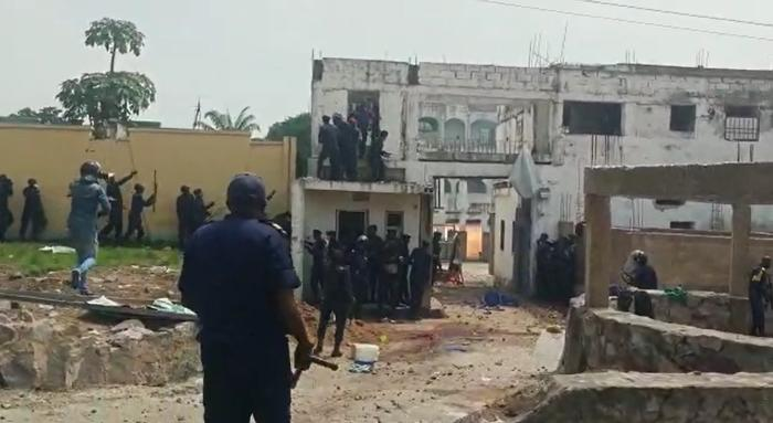 Police officers raid Ne Muanda Nsemi's residence, where more than 200 BDK supporters had gathered, in Kinshasa, Democratic Republic of Congo, on April 24, 2020.