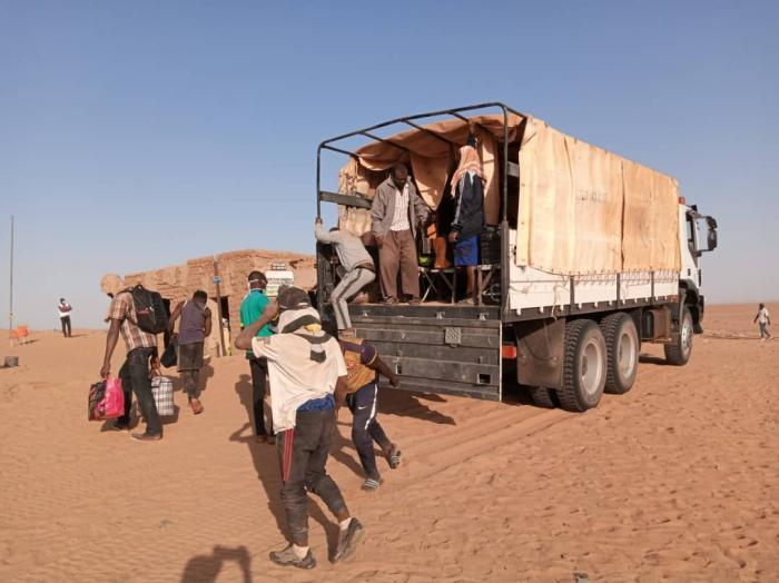 Migrants of several nationalities, part of a group of 270 people, arrive from Algeria to Assamaka, Niger, on September 30, 2020. © 2020 IOM Niger