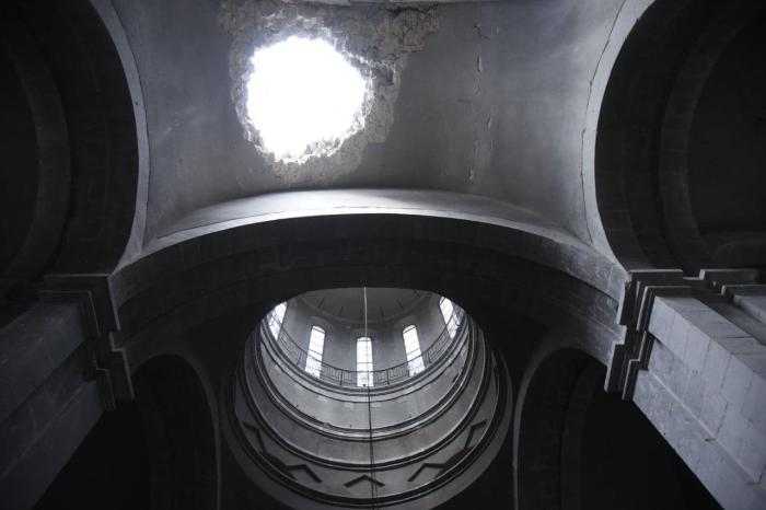 Damage to the ceiling of Ghazanchetsots Cathedral