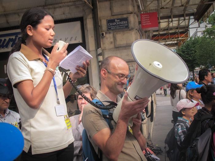 Sonu Donuwar Chaudhary, activiste et ancienne travailleuse domestique mineure, prend la parole lors d'une manifestation à la Conférence internationale du Travail à Genève, en juin 2010.