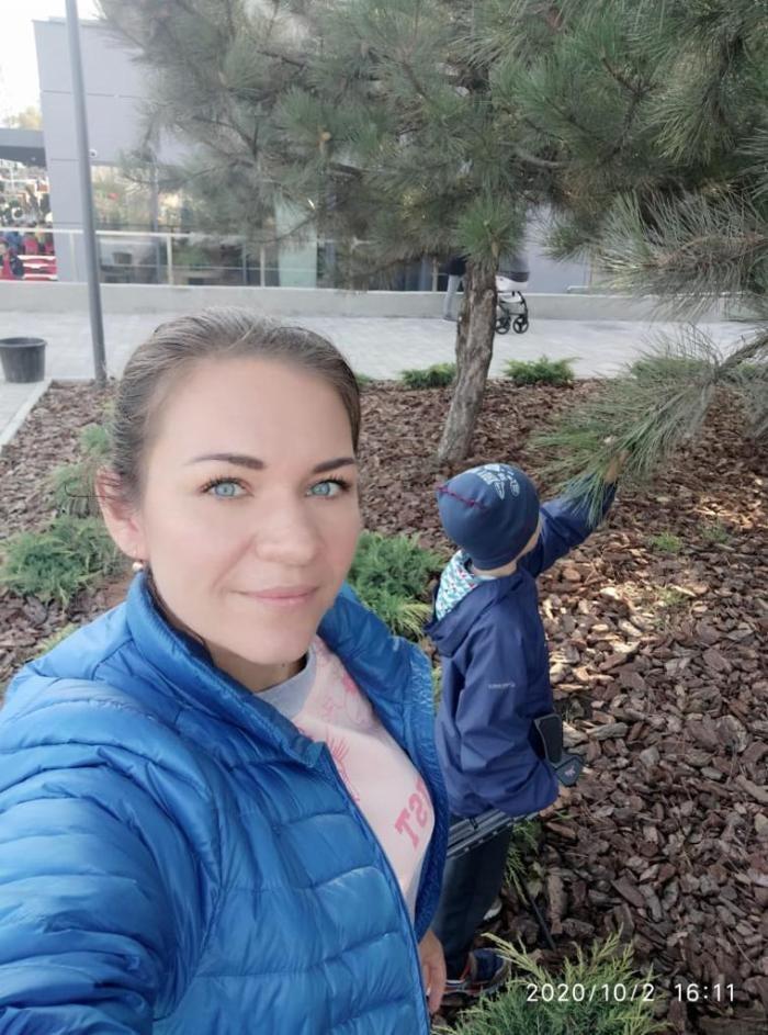 Oksana Parshina with her son.