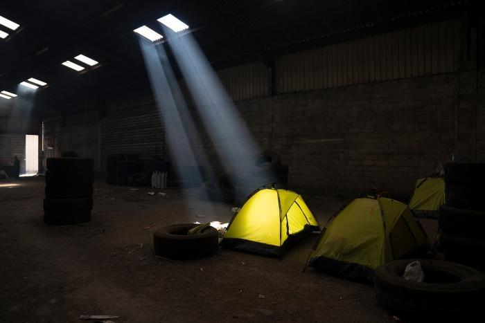 Cet entrepôt abandonné de Calais était le site d'un campement de migrants jusqu'à sa démolition en juin 2021.
