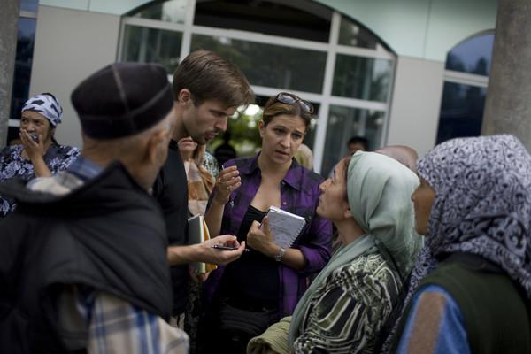 Human Rights Watch's Ole Solvang (center, left) and Anna Neistat (center, right) interview victims of ethnic conflict in Kyrgyzstan, June 2010.
