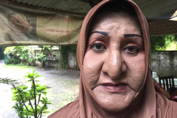 Shinta Ratri, the founder of an Islamic boarding school and mosque for transgender women in Yogyakarta, Indonesia, chose to close down the institution under threats from fundamentalist groups in February 2016.