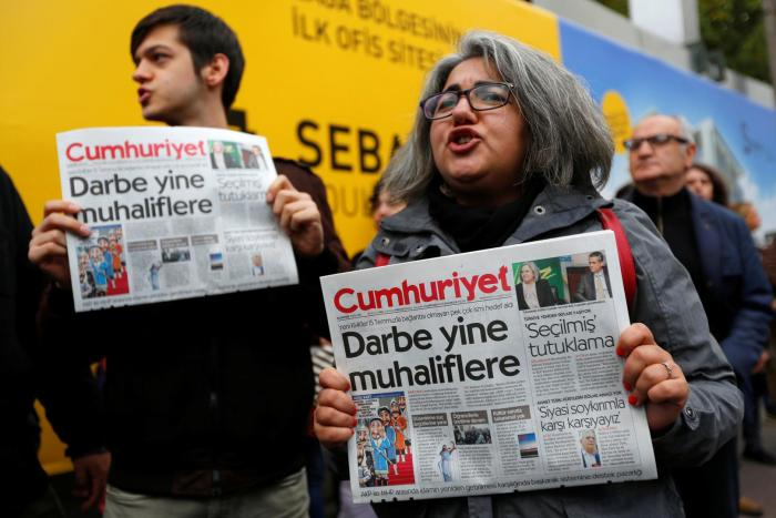 2016-10-31-turkey-newspaper-protest