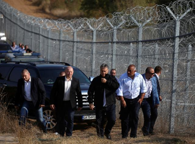 Hungarian PM Orbán and his Bulgarian counterpart Borisov inspect the barbed wire fence constructed on the Bulgarian-Turkish border,  September 14, 2016.