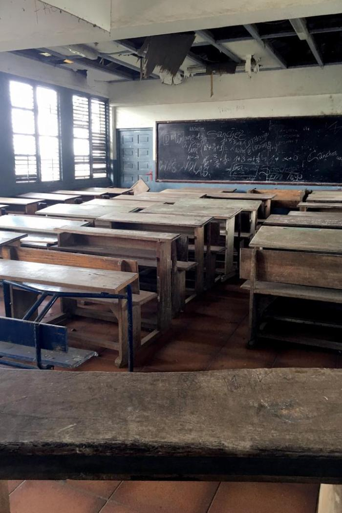 A classroom at an urban public high school. Each classroom held around 40 double benches. Teachers told Human Rights Watch that classes commonly had 70 to 80 students; one said he had 105 students in a class he taught the previous year.