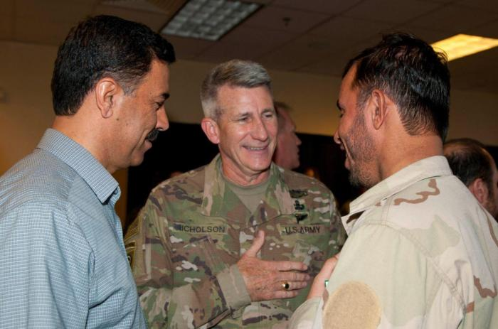 A photo depicting General John Nicholson, Commander of United States forces in Afghanistan (C) with Kandahar's General Abdul Raziq (R).