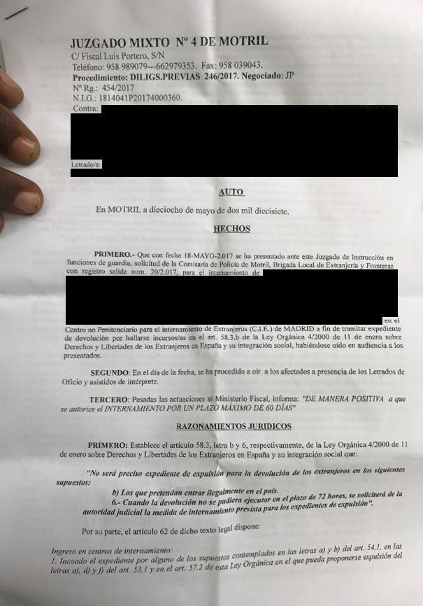 A judicial order remanding a group of 26 men to the Madrid immigration detention center, adopted on May 18, 2017, in Motril.
