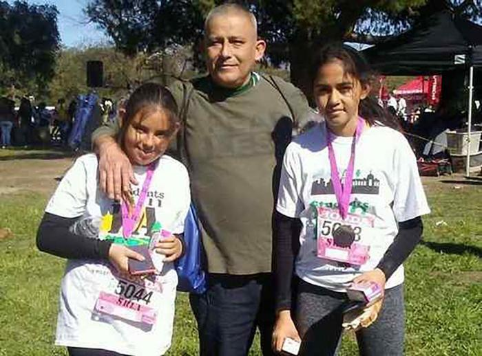 Romulo Avelica Gonzalez with his daughters. Image courtesy of the National Day Laborer Organizing Network