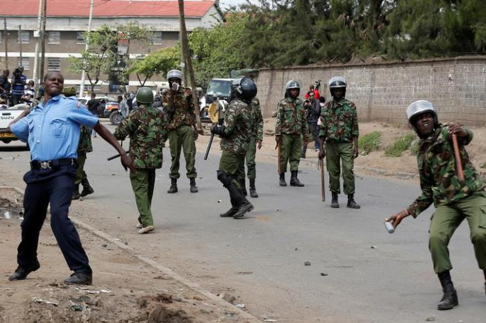 Policemen attempt to disperse supporters of Kenyan opposition leader Raila Odinga of the National Super Alliance (NASA) coalition along Likoni road as they are repulsed from accessing city Centre, in Nairobi, Kenya November 17, 2017.