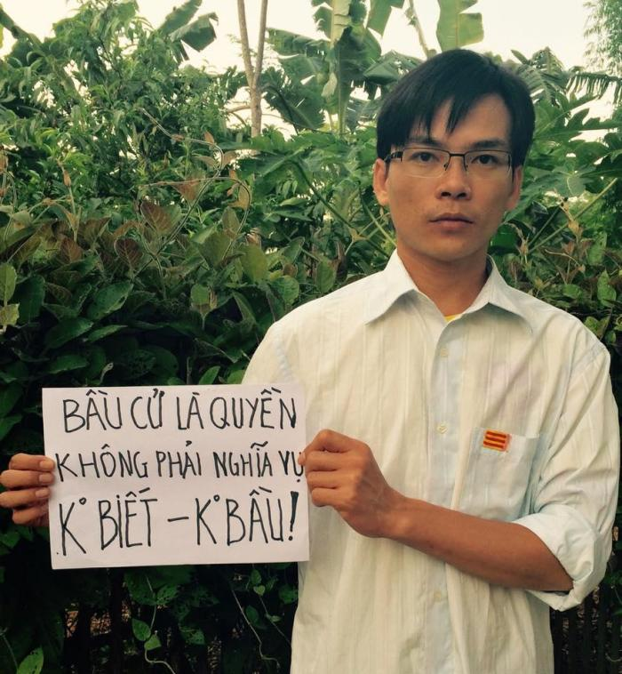 "Nguyen Viet Dung holding a sign saying he boycotted Vietnam's national election in May 2016. The sign says, ""To vote is a right, not a duty. No knowledge [of the party-nominated candidates] – No vote."" ©Nguyen Viet Dung 2016"