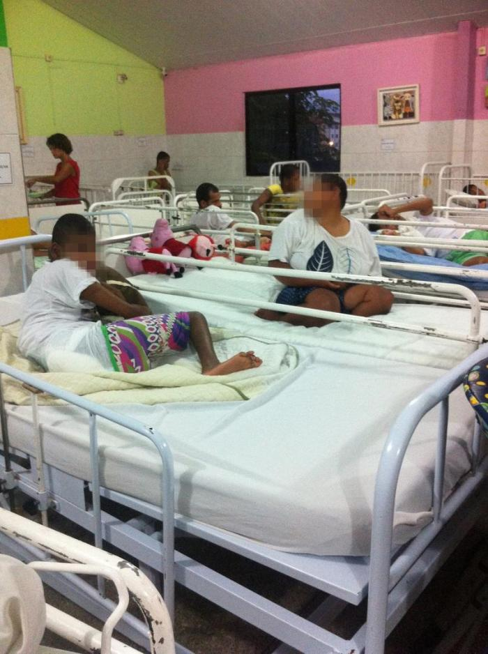 An overcrowded room with 40 children with disabilities in an institution in Bahia. Many institution managers reported that they had insufficient staff to care for the large number of residents.
