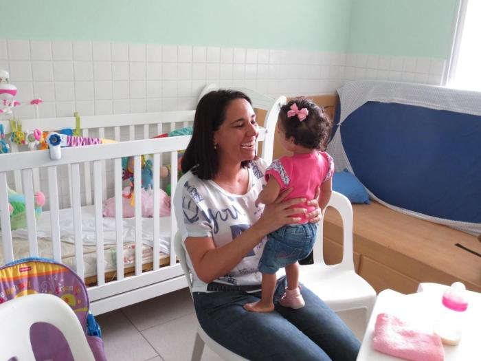 A mother with her 3-year-old adoptive daughter, who has developmental disabilities. The Brazil government should expand adoption and foster care to ensure children with disabilities can grow up in families, rather than institutions.