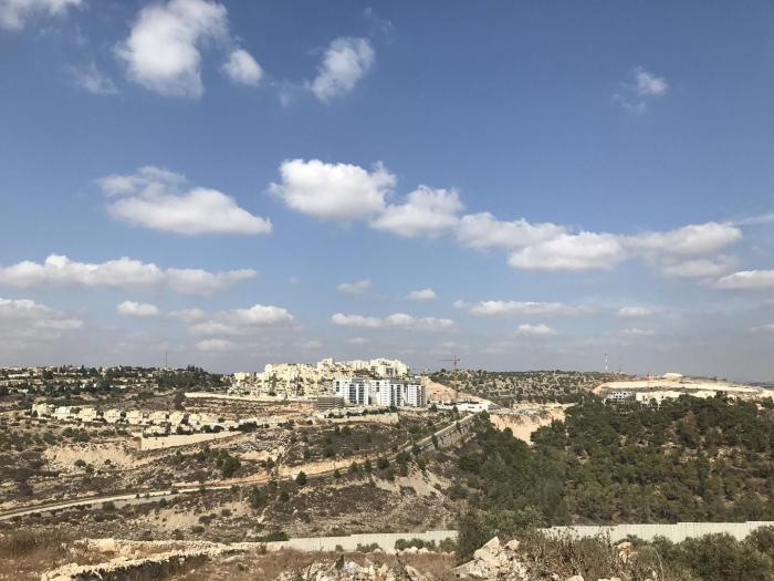 View of the separation barrier and the Israeli settlement of Alfei Menashe from the Palestinian village of Azzun. מבט על גדר ההפרדה וההתנחלות אלפי מנשה מהכפר הפלסטיני עזון.